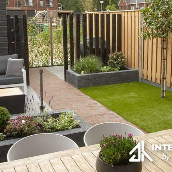 kleine moderne sfeervolle tuin
